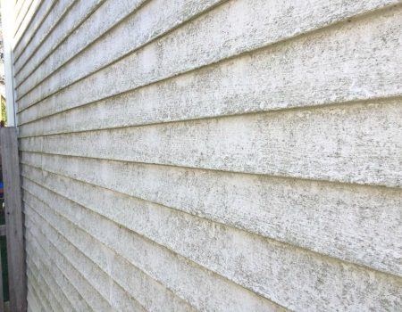 A Dirty Vinyl Siding that Requires Pressure Washing